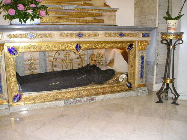 写真: 800px-Bac.Catherine.Cercueil