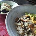 写真: 昨日食べ損なったうなぎ混ぜごはんと蒸しナス