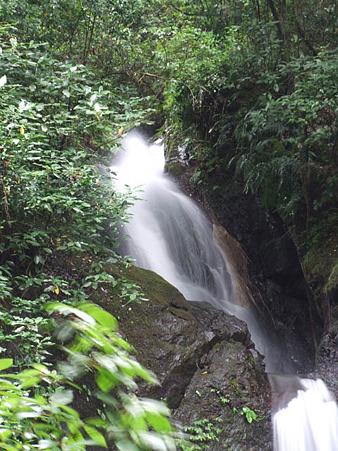 牛妻不動の滝の上段