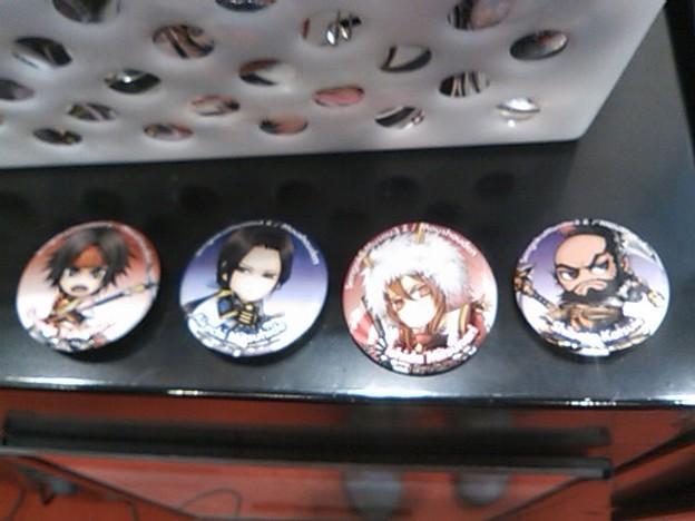 写真: 「戦国無双3 Z」「猛将伝」を試遊してくれた方にはオリジナル缶 バッ...