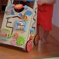 写真: ばぁばに買ってもらったおもちゃ。押してどんどん歩いて楽しいね。 #ma...
