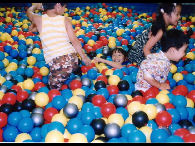 ◆カラフル・ボール大作戦<19970811-JPCN0021>