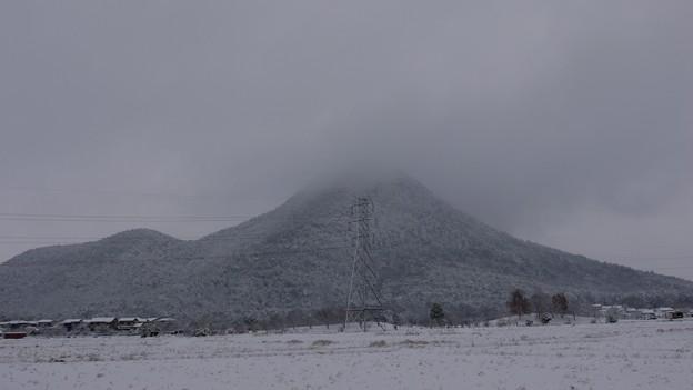 雪の近江富士