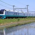 Photos: 水鏡とE653系
