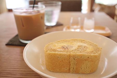 ほうじ茶のロールケーキ