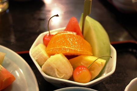 西千葉「中華料理 和食 ふさ元」 定食についてきたボリューム満点のフルーツ!