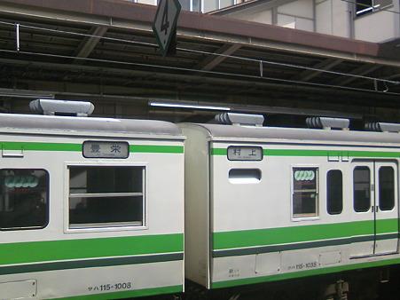 JR新潟駅にて。どこ行きの電車?