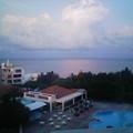 写真: 朝、ホテルの窓から見える景色です