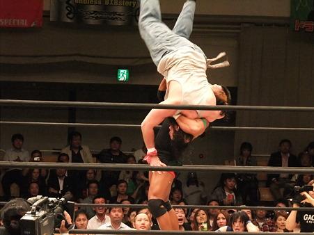 ドラゴンゲート 鷹木信悟vsブロディ・リー 20111012 (7)