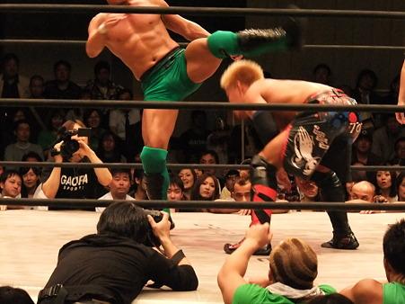 ドラゴンゲート オープン・ザ・ドリームゲート選手権 望月成晃vs戸澤陽 20111012 (15)