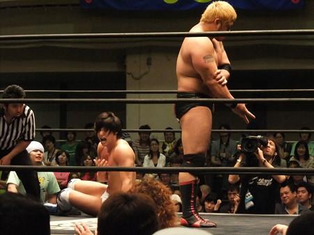 "DDT ""What are you doing 2012"" KO-D無差別級選手権試合 火野裕士vs飯伏幸太 (4)"
