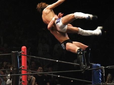 DDT 両国ピーターパン2011 〜二度あることは三度ある〜 IWGPJr.ヘビー級選手権試合 飯伏幸太vsプリンス・デヴィット (8)