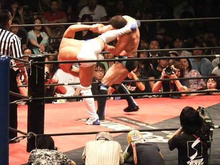 DDT 両国ピーターパン2011 〜二度あることは三度ある〜 IWGPJr.ヘビー級選手権試合 飯伏幸太vsプリンス・デヴィット (9)