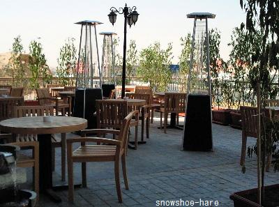 外の食事場所