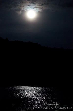 聖湖の月明かり NEX-5 NFD50 F1.4