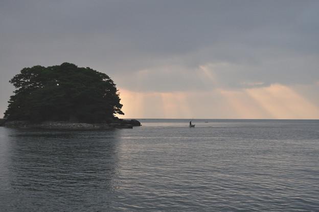 朝焼けの渡し舟