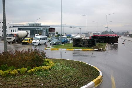 2011.01.24 トルコ パムッカレ→コンヤ バスの直前で衝突事故