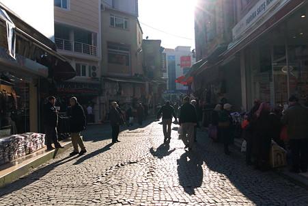 2011.01.27 トルコ イスタンブル エジプシャンバザール-外側は衣料品の店