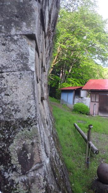 小野原稲荷神社(秩父市)の石垣