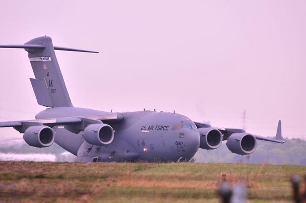 写真: 20110505厚木基地・・・大型輸送機アメリカ空軍C-17グローブマスター