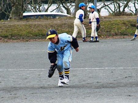 高学年で習うゴロの捕球姿勢